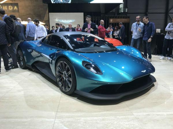 Aston Martin Vanquish 2021
